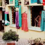 платья на стене