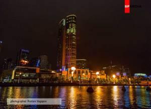 Небоскреб в австралийской ночи